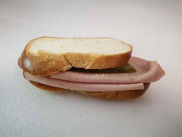 Zopf-Sandwich mit Fleischkäse