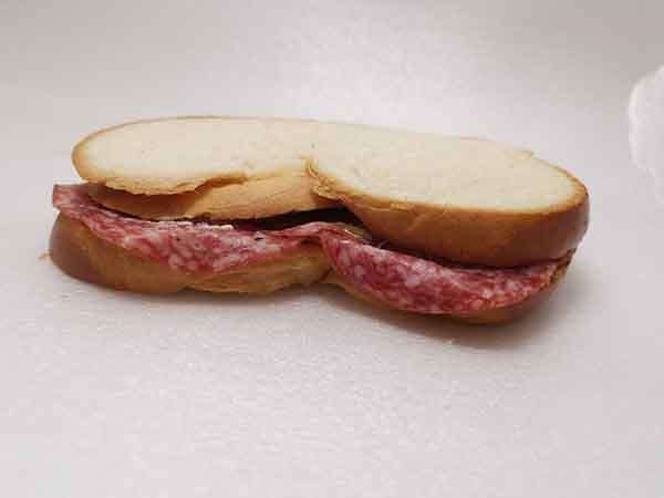 Zopf-Sandwich mit Salami