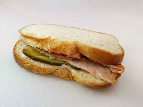 Zopf-Sandwich mit geräuchter Trutenbrust
