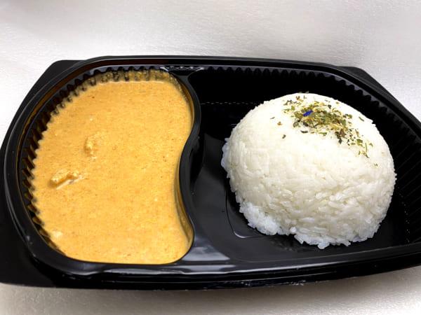 Red Curry mit Chicken & Thai-Reis - Zartes Pouletbrust-Geschnetzeltes an pikanter, roter Thai-Currysauce mit Jasmin-Reis