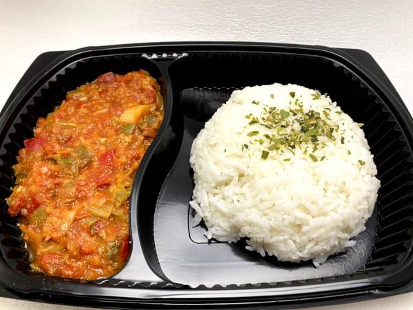 Pouletgeschnetzeltes Mediterran mit Thai-Reis - Zartes Pouletbrust-Geschnetzeltes an würziger Gemüsesauce mit Jasmin-Reis