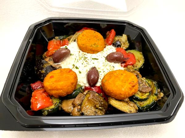 Gemüse mit Hüttenkäse und Falafel